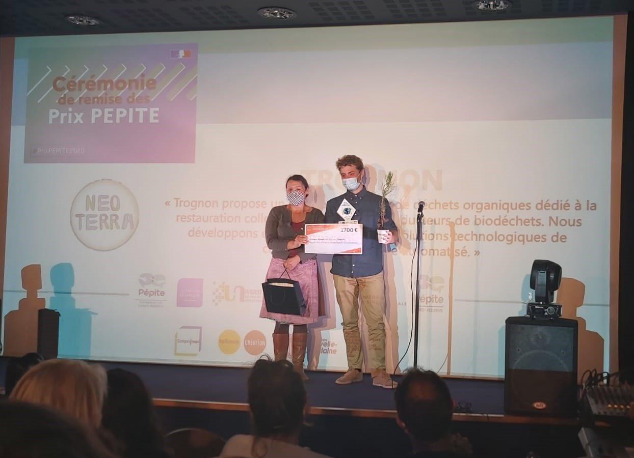 Remise du Prix Pépite pour un élève entrepreneur de l'ENSGTI